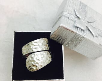 Vintage Hammered Wraparound Sterling Silver Ring - Size 8 - 4.4 Grams