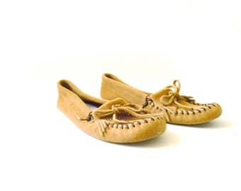 Vintage Womens Minnetonka Moccasins / Size 8.5