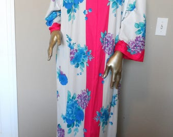 Vitage 1985 Lounging Robe/Housecoat* Size 38-40.Hot Pink.Shades of Blue & Purple.EVELYN PEARSON. Go-Coat.Never Worn.New With Tags.Easy Care