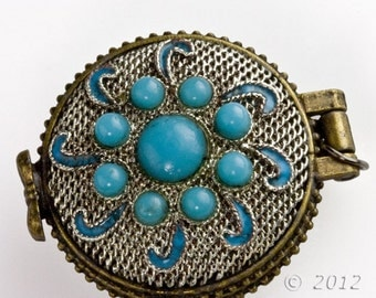 Silver on copper lacey filigree locket with turquoise glass stones. 31mm x 36mm. b18-0402(e)