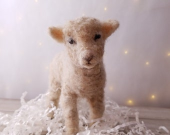 Needle felted animal, Needle felted lamb, Needle felt sheep, Lamb gift, Farm animal, Farm decor, Sheep, Lamb, Soft sculpture,farmhouse decor
