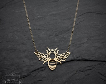 Bee necklace, origami gold bee necklace, geometric bee necklace, origami animal necklace, honey bee pendant, bug necklace, insect jewelry.