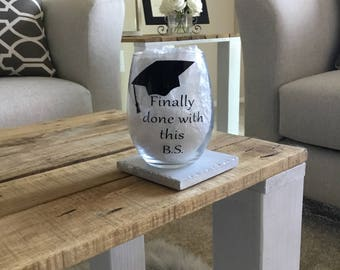 Graduation gift. Graduation wine glass. Gift for graduate. Grad gift. Grad wine glass. Class of 2017. Graduation gift. Graduation wine glass