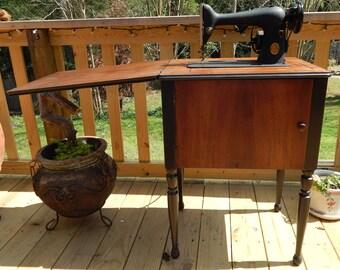 Rare Vintage Singer Sewing Machine Model 66-18