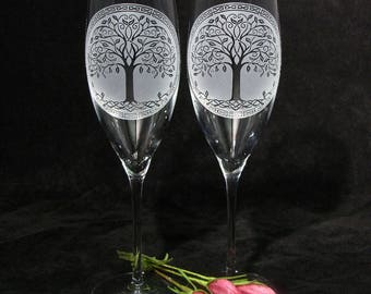 NEW 2 Celtic Tree of Life Wedding Decor, Irish Wedding Champagne Flutes, Wedding Gifts for Couple, Personalized Gift