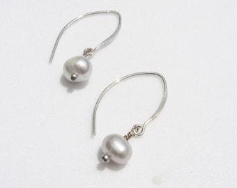 Light Grey Pearl Earrings, Delicate Pearl Earrings, Grey Pearl Earrings, Light Grey Drop Earrings, Grey Freshwater Pearl Earrings, Grey Drop