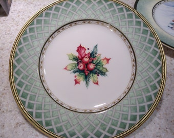 Vintage Fitz and Floyd, Winter Holiday, Collector's 9 Inch Plate, Green Wreath, Great Gift