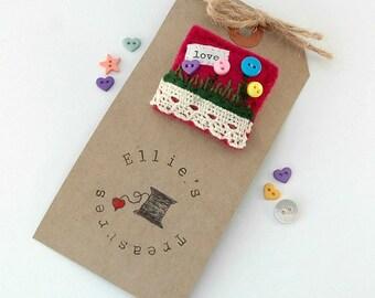 button brooch - valentines gift - gifts for mum - felt brooch - button garden flower - romantic brooch - button jewellery - vintage style