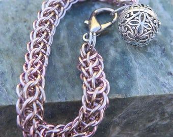 Champagne Gold & Pink Persian Weave Chain Maille Bracelet ~ Glow In The Dark Pendant Steampunk Mermaid Locket~ 4 Glowing UV Resin Colours