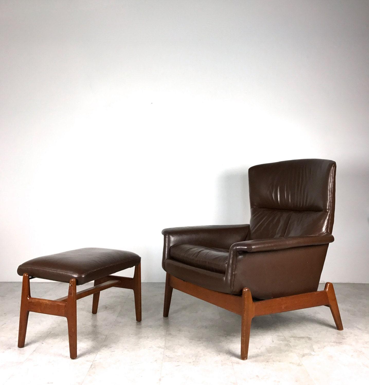 Corner Chair W Teak Frame & Short Curved Legs Monterey Antique Beige