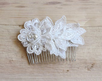 Ivory haircomb Bridal lace flower haircomb Romantic hairpiece Wedding hair accessory Rhinestone bride comb