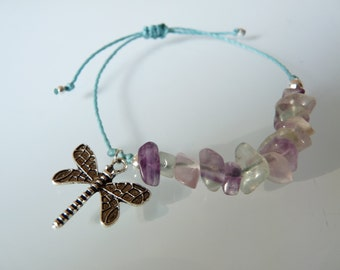 Bracelet in semiprecious stones, Chips of fluorite, dragonfly, node micro-macrame, Lithotherapy, Hippie chic, Meditation pendant