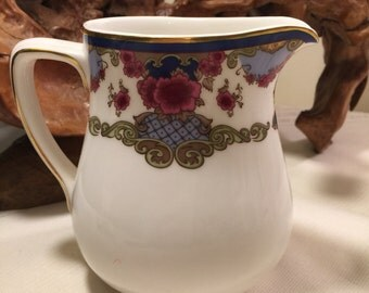 Royal Doulton bone china - exclusive for Fairmont Hotels and resorts - made in England - vintage Royal Doulton milk jug - Fairmont hotels
