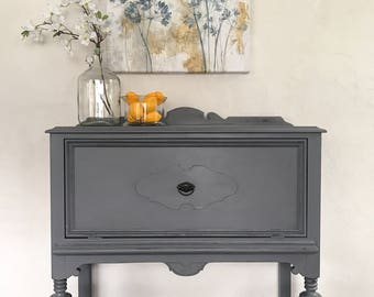 SOLD~ if your looking for something similar please message me!Pettie vintage buffet/sideboard/server