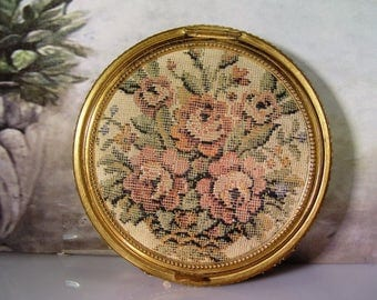 1950s, Gold Mesh Compact, Petite Point Cover, Needlepoint Cover, Powder Compact, Rogue Compact, Mirror Compact, Vintage Compact –Collectible