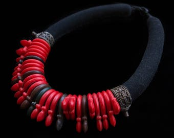 FREE SHIPPING. Handmade Berber necklace. Tuareg Tisek. Bakelite beads. Tanfouk Talhakimt amulet, talisman. Ethnic, boho jewellery. Unique.
