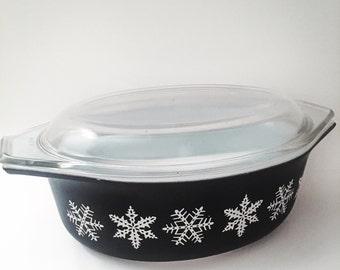 Vintage Gaiety Charcoal Snowflake Pyrex Dish
