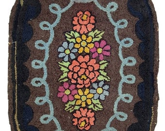 ON SALE 20% Off 2.2' X 3.8' ( 68cm X 103cm) hand made antique oval American hooked rug 1920