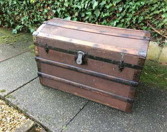 Lovely wooden chest treasure storage chest with key