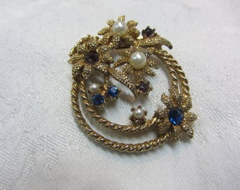 Vintage Nautical Theme GT Brooch Featuring Starfish Flowers, Pearls and Rope Plus Sapphire Colored Rhinestones