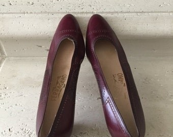 EVERYTHING ON SALE Salvatore Ferragamo ~ Burgundy Oxford Pumps ~ Size 9 1/2 Aa