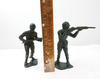"vintage Toy soldiers WW ll US Army Men Soldiers 6"" tall dark green / toy army men / Plastic soldiers / green army men"