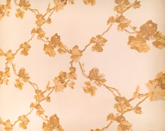 Motif Vintage Wallpaper Gold Lattice Vines