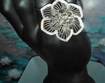 Magnifique bague accompagnée de quartz blanche, **Expédition gratuite au Canada**Free shipping in Canada