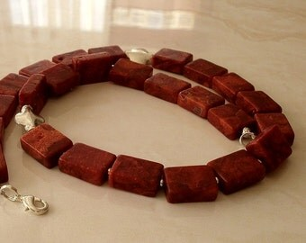 Gemstone chain necklace coral
