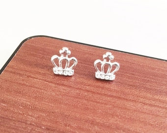 Crown Earrings, Crown Stud Earrings,Princess Earrings,Stud Earrings, Minimalist Jewelry, Bridesmaid Gift, silver Earrings, Everyday Earrings