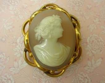 Victorian Cameo Brooch, Pinchbeck Cameo Brooch, Vintage Cameo Brooch, Cameo Shell Brooch, Gold Plated Cameo Brooch