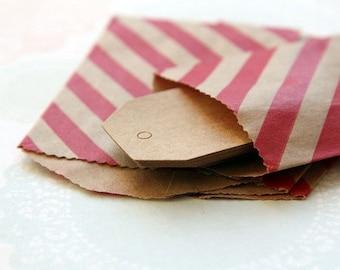 Mini-sachets, mini-pochettes kraft diagonales rouges sur fond marron 7cmx10cm (lot de 10) idéales Noël, sachets cadeaux