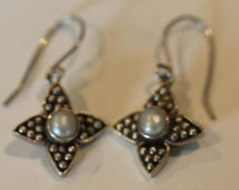 Vintage sterling silver dangle white freshwater beaded dangle earrings hooks
