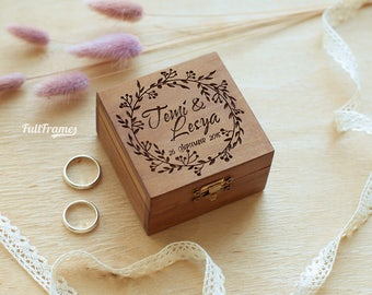 Wedding ring box with flowers