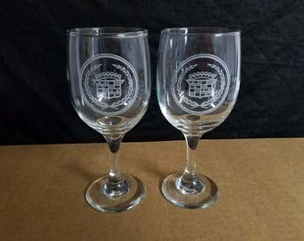 Set of 2 nice etched drinking wine glasses,  CADILLAC LOGOS