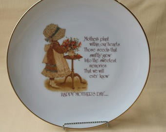 Holly Hobbie ~ Mother's Day Plate ~ Commemorative Edition ~ 1975 ~ Happy Mothers Day ~ Decorative Plate ~ Porcelain ~ Seths Vintage Emporium