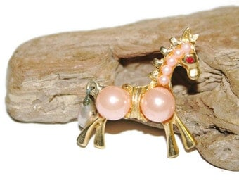 Giraffe Brooch, Fun Jewelry, Playful Jewelry, Cute Brooch, Giraffe Jewelry, Figural Brooch, Vintage Brooch, Vintage Jewelry, Gift for HER