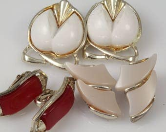 Vintage earring lot collection thermoset - three pairs of lucite clip back earrings - costume jewellery 1960s