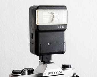 Revuetron B200 - functional flash for analog photography (working bounce electronic flashgun with hot shoe for vintage 35 mm)