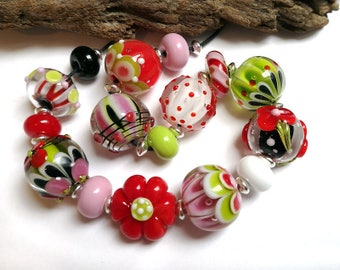 Handmade lampwork beads, clear encased round glass beads, red pink, green black white - Annikalilly 's Lampwork - STRAWBERRY SWEETS  10 + 6