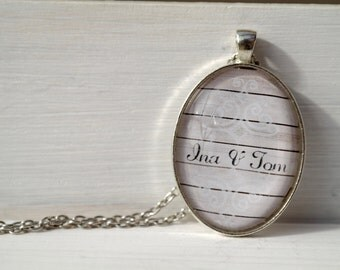 Personalized necklace in oval