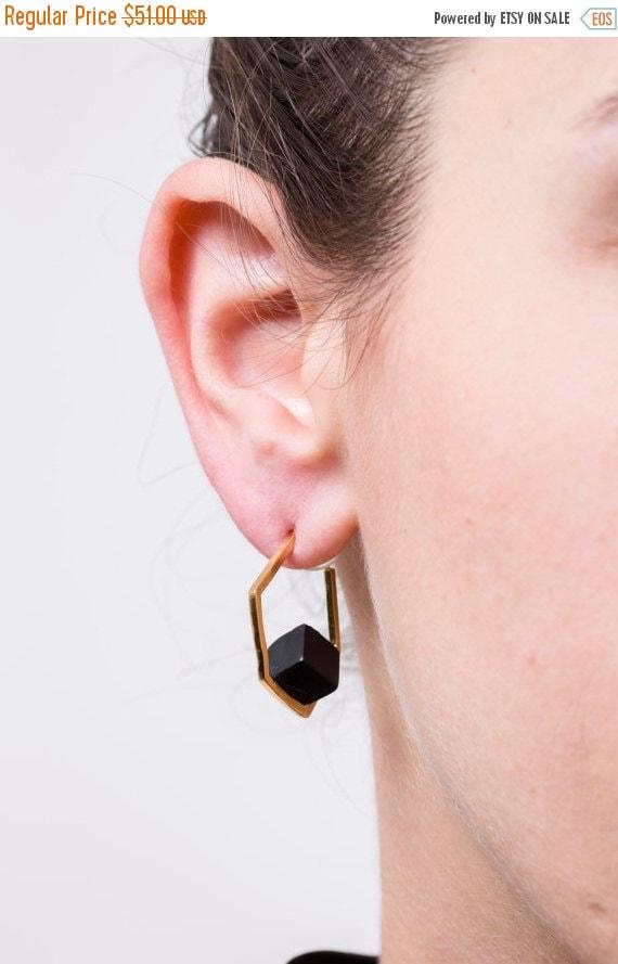 WINTER SALE- gold hexagon earrings,onyx earrings,gold earrings,geometric earrings,hexagon hoop earrings,statement earrings,shizing