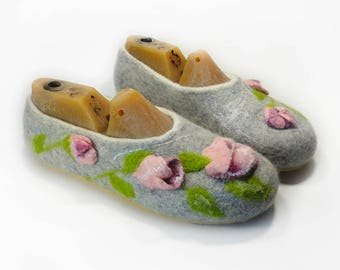 Slippers wool shoes House womens slippers Handmade shoes Felted shoes Warm slippers House felted slippers Home felted wool slippers