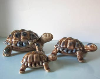 A family of three Wade Tortoises, wade whimsies tortoises, trinket box, 1960s collectible wade tortoise family.