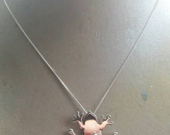 Sterling silver 925 frog pendent with emerald gemstone