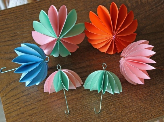 Set of 10 umbrella party decorations mini by creationville for Decor umbrellas