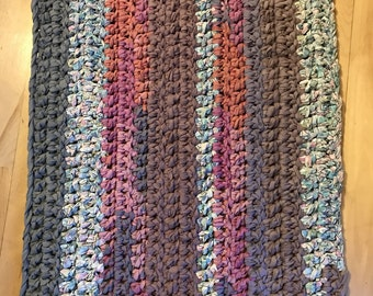 Rag rug, crochet rug, mauve gray and pink rug, bathroom rug, kitchen rug, cottage Road, cabin rug, rustic rug, recycled rug