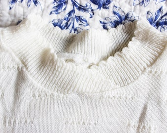 Quarter-Sleeved Off-White Knitted Sweater with Collar, Medium