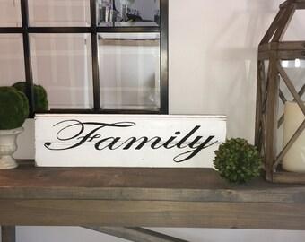 Farmhouse Family  Sign - Reclaimed Barn Wood - Farmhouse Decor, Farmhouse Wall Art, Farmhouse Chic, Farmhouse Style,Family Wall Decor,Family