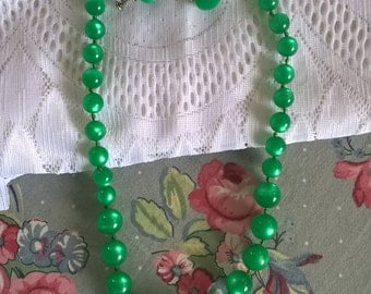 Vintage Cats Eye Green Moon Glow Necklace and Earrings Set